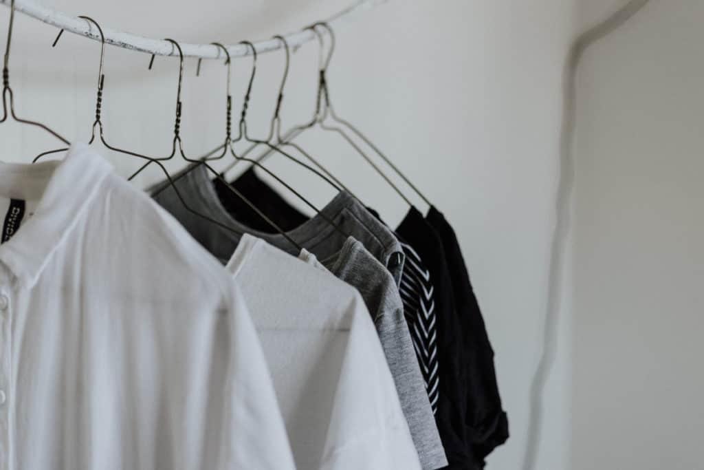 Unsplash-SoakingClothesInVinegarOvernight-WhiteShirts