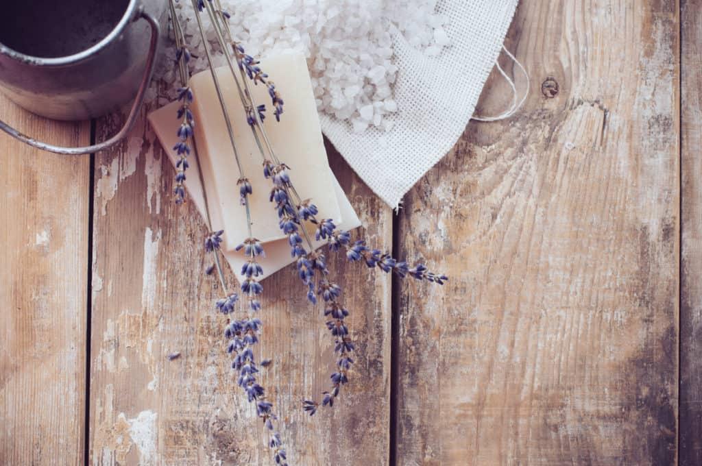 DepositPhotos_HotProcessSoapVsColdProcess-rusticsoap-lavender
