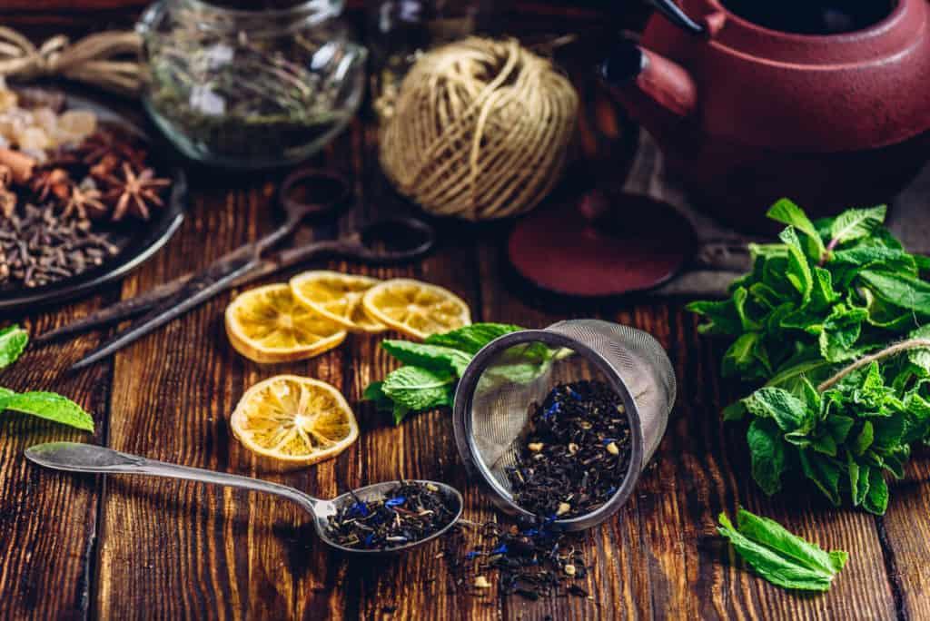 YayImages LyeWaterTea tea with mint and lemon