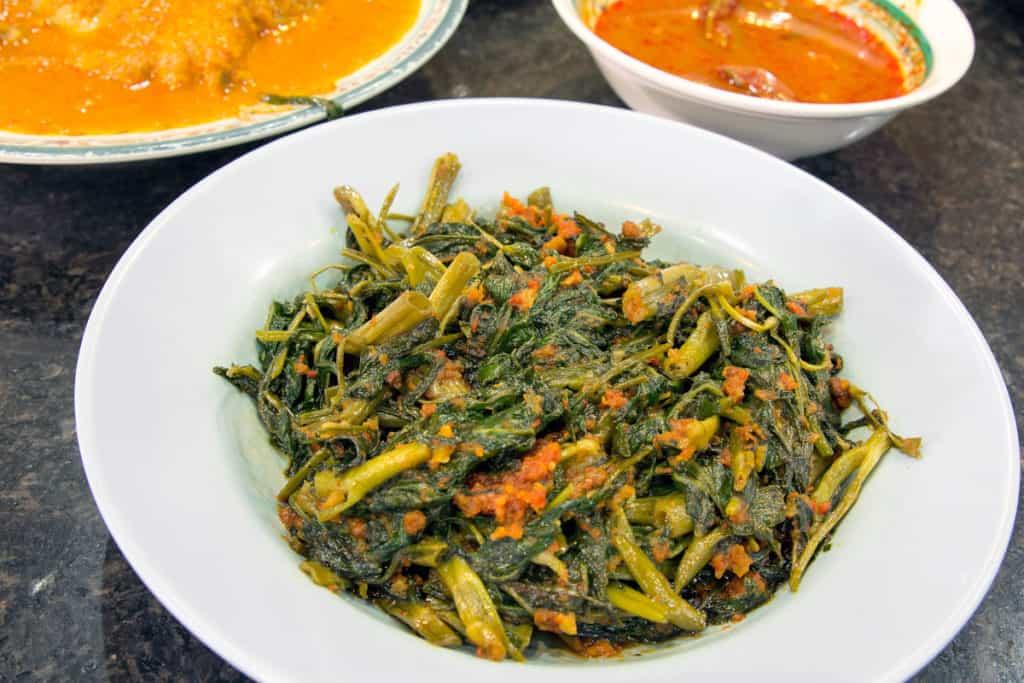 YayImages_HowToGrowKangKong_malaysian-sambal-chili-kangkong-1.jpg