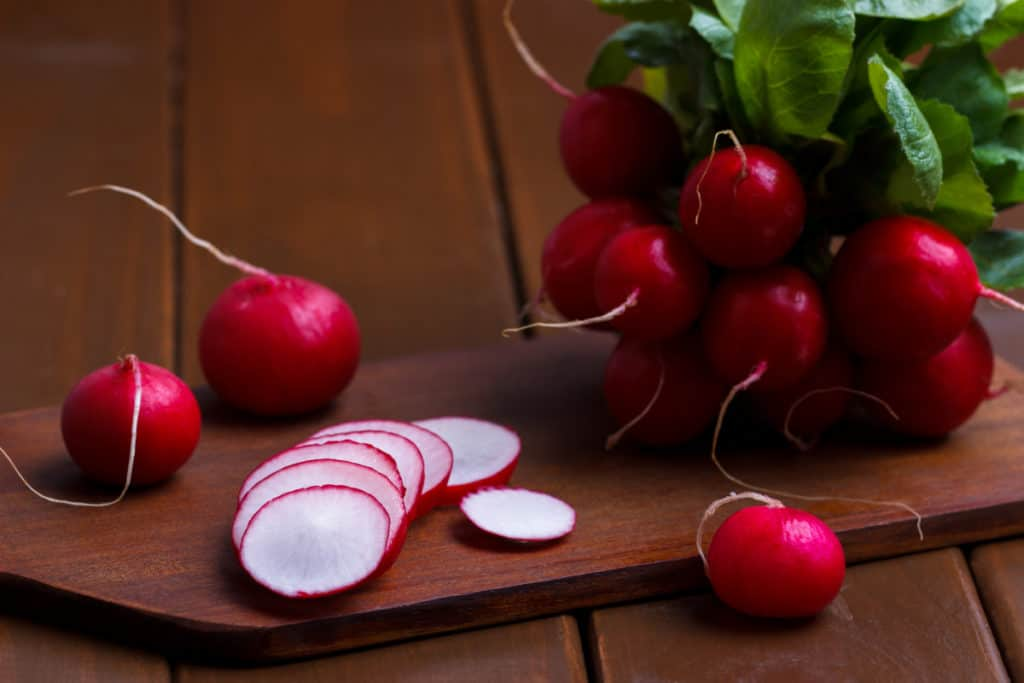 YayImages_RadishMicrogreensNutrition_ripe-sliced-radish