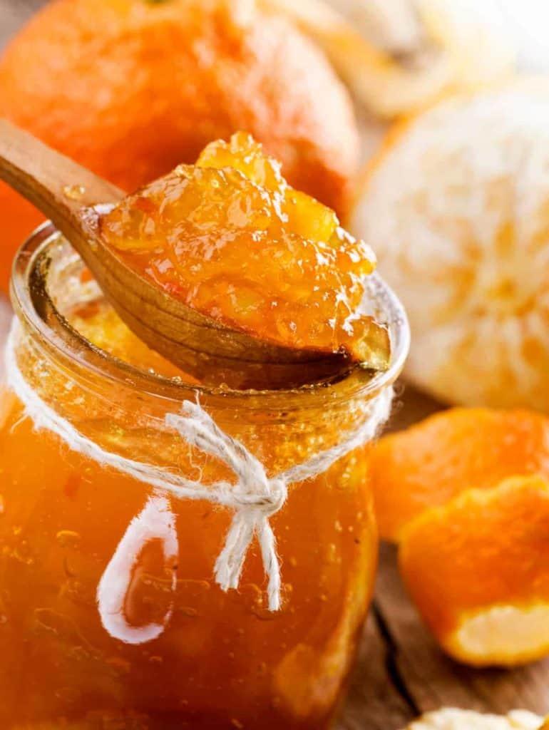 YayImages-HowDoesPectinWork_homemade-orange-jam