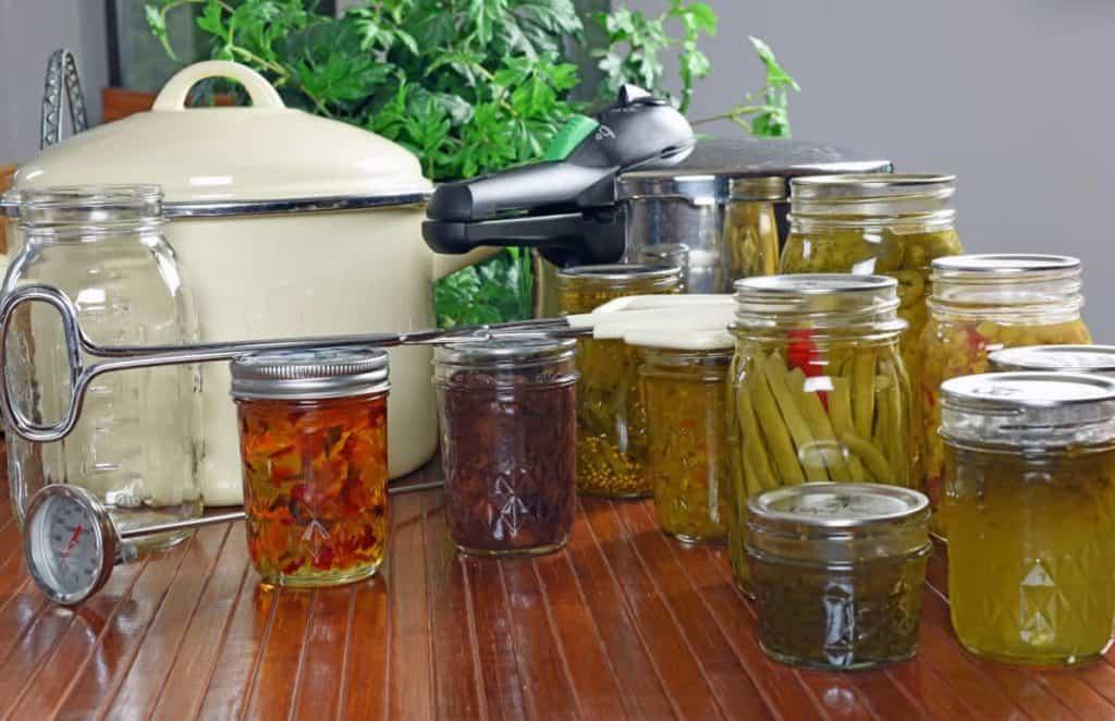 YayImages-HowLongDoesItTakeForBotulismToGrowInCannedFood_home-canned-food