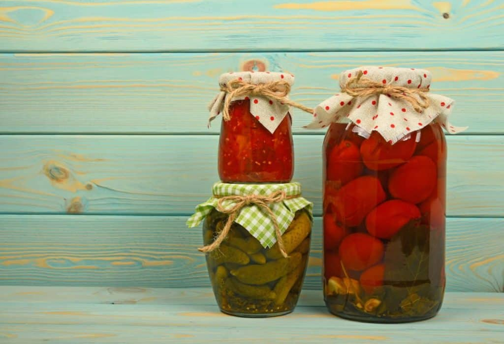 YayImages_DoesPicklingDestroyNutrients_glass-jars-of-homemade-pickles-over-vintage-wood