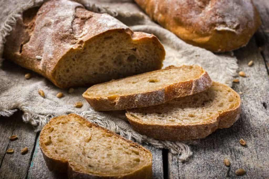 Depositphotos_LinenVs.CottonBreadBag-slicedbread
