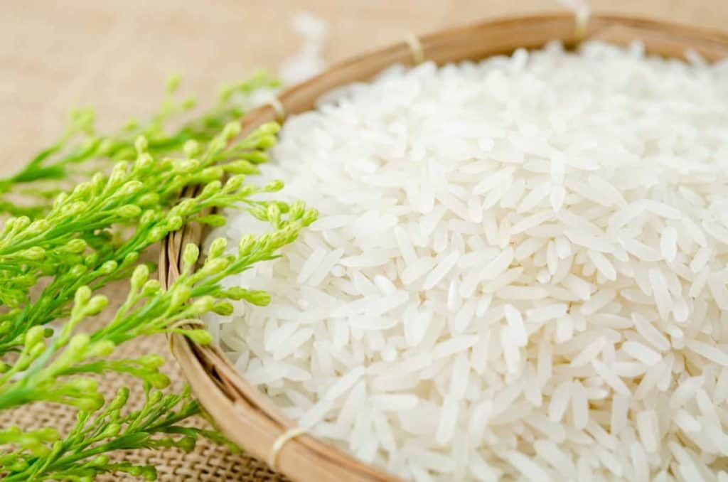 YayImages_CanYouCompostRice_raw-white-rice-in-weave-basket