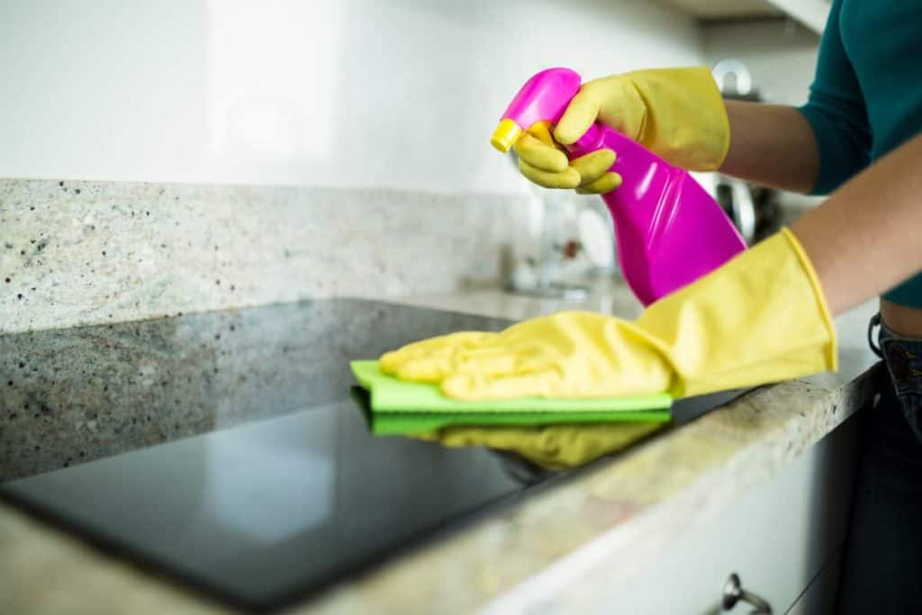 YayImages_HowToUseASwedishDishcloth-cleaning