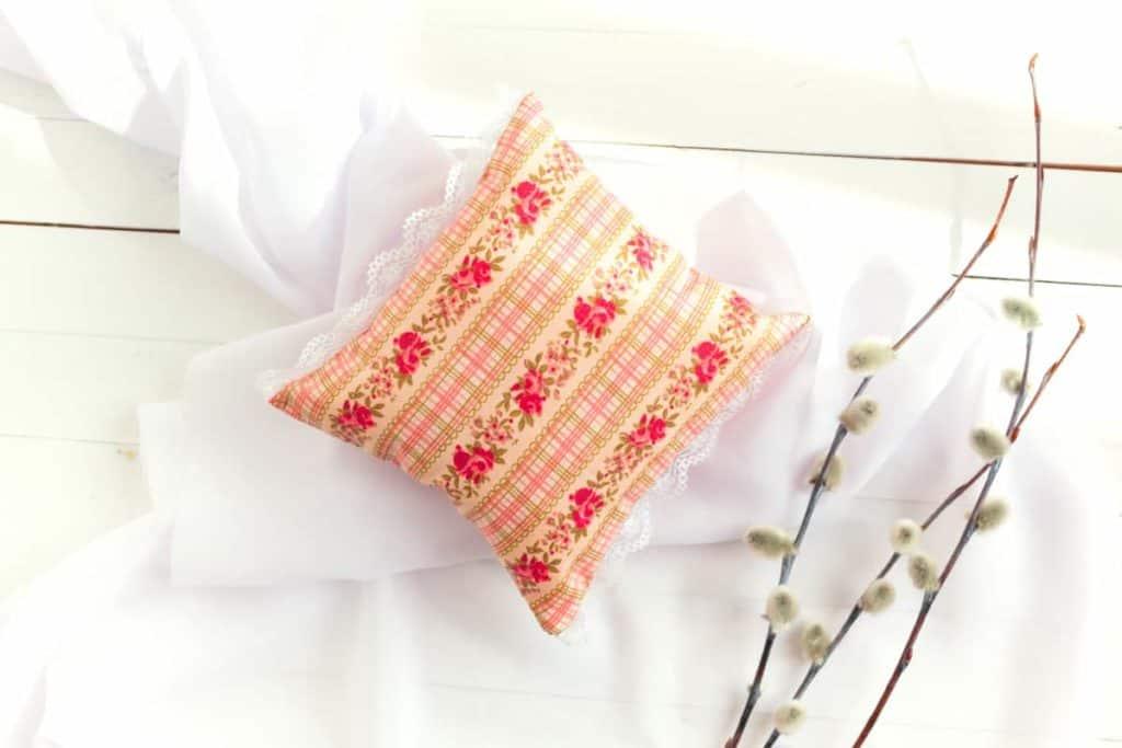 Depositphotos_DreamPillowHerbs_pillow